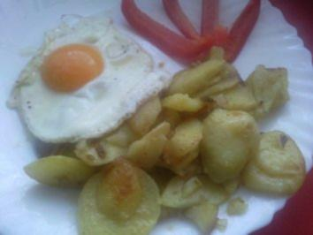 Bratkartoffeln mit Spiegelei - Rezept