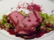 Roastbeef mit Maronen-Rosenkohlblättern und Glühweinsauce - Rezept