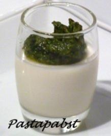 Ingwer-Panna Cotta mit Minzpesto - Rezept