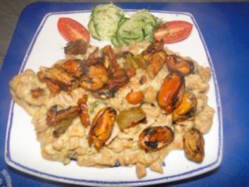 Miesmuscheln mit cremiger Käse-Sahne-Spinatsauce mit selbstgemachten Nudeln - Rezept