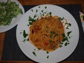 Spaghetti mit Muschelsauce(Spaghetti vongole al pomodoro) - Rezept