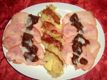 Rezept: Kasseler-Carpaccio mit Sauerkrautpesto an Sauerkrautsalat