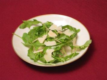 Rucola in Vinaigrette mit Birne und Parmesan - Rezept