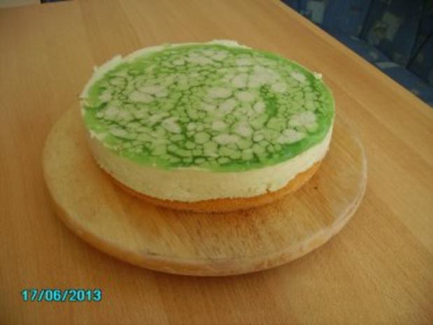 Mai-Torte mit Waldmeister - Rezept