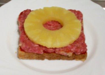 Zwischensnack: Hackfleisch-Toast ala Hawaii - Rezept