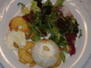 Gemischte Blattsalate mit Ziegenkäse aus dem Backofen und gerösteten Mandeln - Rezept