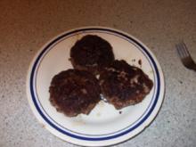 Frikadellen mit Schafskäse gefüllt, dazu gabs Kartoffelgratin mit Schafskäse - Rezept