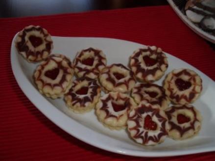 Weihnachtsplätzchen: gefüllte Johannistaler - Rezept