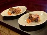 Spanferkelkarree mit blauen Kartoffeln und Ingwer-Karotten - Rezept