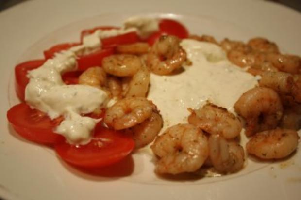 Garnelen an Frischkäse-Joghurt-Dip und Tomate - Rezept