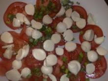 Tomaten-Mozarella-Basilikum-Sesam-Salat / Keine STERNEN vergeben bitte!! - Rezept