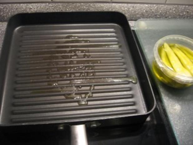Kleiner Abendsnack: gegrillte Peperoni mit Schafskäse und Brot - Rezept - Bild Nr. 3