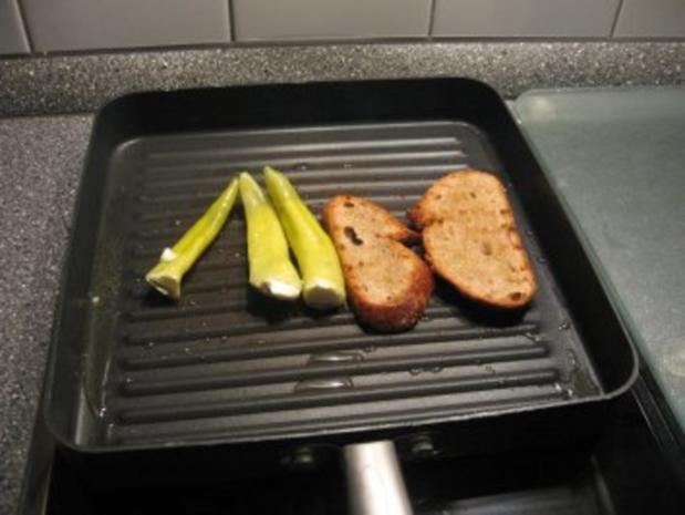 Kleiner Abendsnack: gegrillte Peperoni mit Schafskäse und Brot - Rezept - Bild Nr. 5