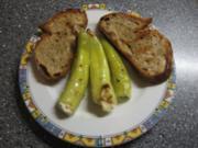 Kleiner Abendsnack: gegrillte Peperoni mit Schafskäse und Brot - Rezept