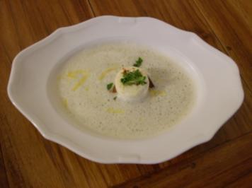 Zitronen-Knoblauch-Suppe mit geröstetem Ziegenkäsebrot - Rezept