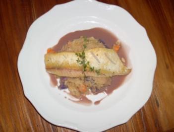 Gebratenes Zanderfilet auf Gemüserahmkraut mit violetter Senfsoße - Rezept
