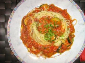 Spaghetti mit Tomaten - Gorgonzola -Soße mit Gemüseeinlage - Rezept