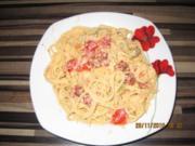 Spaghetti mit Chili-Knoblauchcreme, Oliven, getrockneten und frischen Tomaten - Rezept