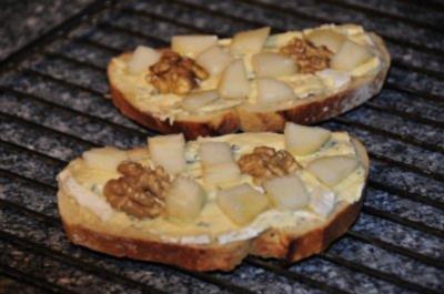 Bruschetta mit Gorgonzola + Walnuss + Birne - Rezept