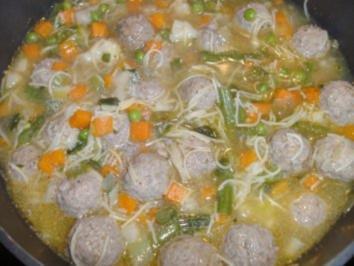 Gemüse-Nudel-Eintopf mit Hackbällchen - Rezept