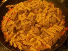 Kochen: Gulasch-Nudel-Pfanne - Rezept