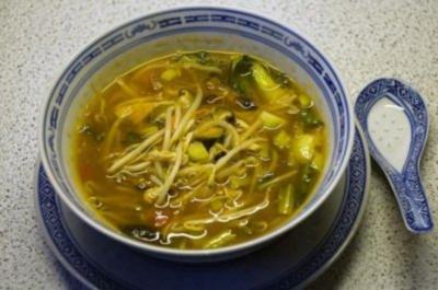 Peking-Suppe (scharf-sauer) - Rezept