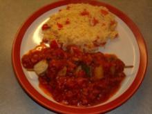 Fleischgerichte: Schaschlik- mit Paprika-Zwiebel-Reis und scharfer Tomatensosse - Rezept