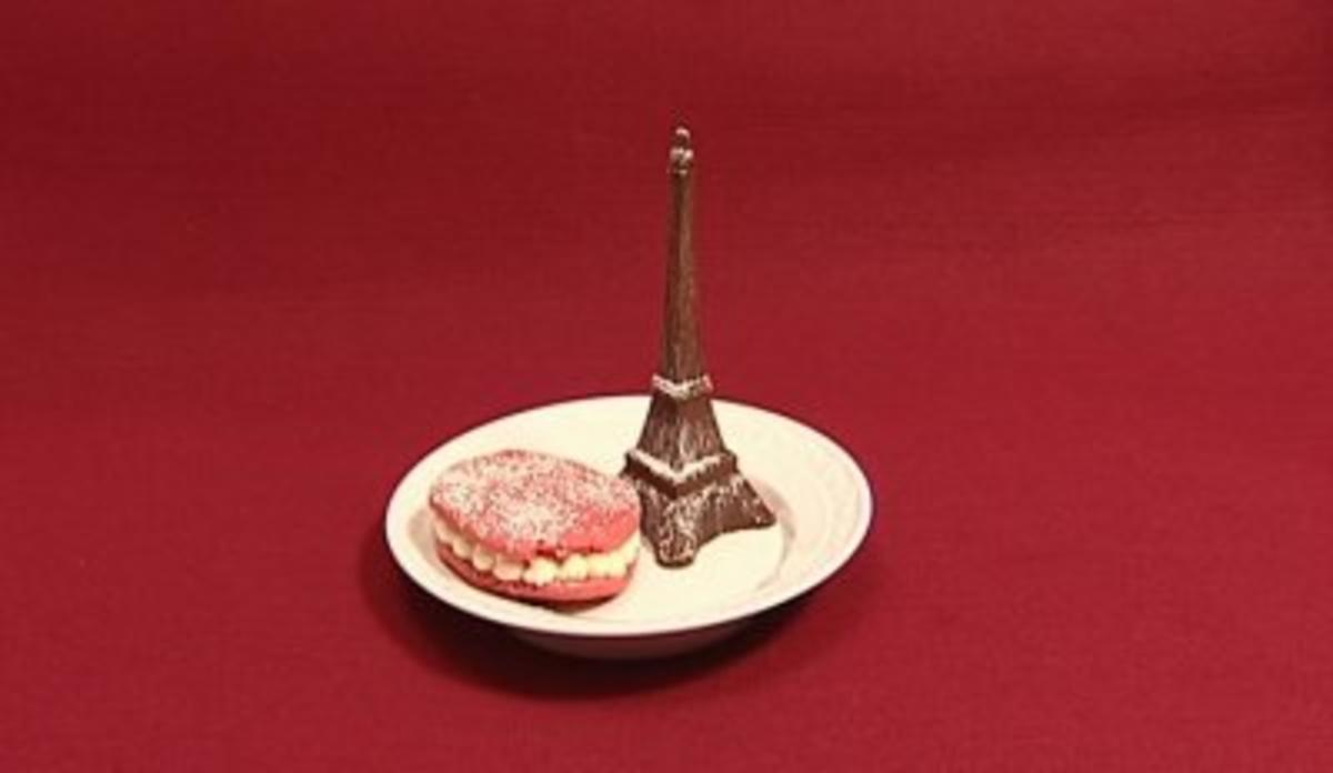 Pinkfarbene Makronen mit Limonen-Mascarpone-Créme & Schokoladen-Eiffelturm (Rolf Scheider) - Rezept von Das perfekte Promi Dinner