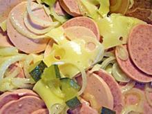Wurstsalat mit Käse und Bier-Dressing - Rezept