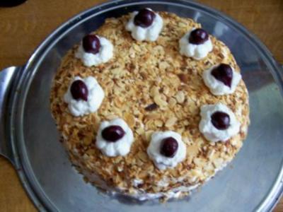 Backen: Mini-Kirsch-Torte mit Cappuccino-Boden - Rezept