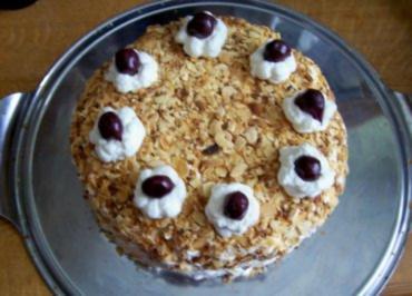 Rezept: Backen: Mini-Kirsch-Torte mit Cappuccino-Boden