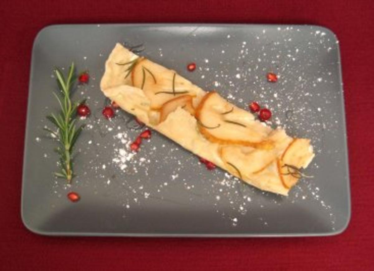 Birnen-Focaccia mit Rosmarinnadeln und Akazienhonig - Rezept By Das perfekte Dinner