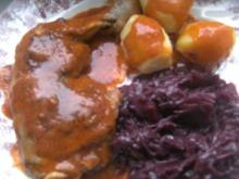 Hähnchenkeulchen in einem leckerem Soßenschäumchen   Kartoffeln und Rotkohl - Rezept