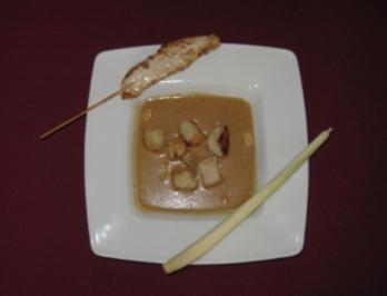 Thailändische Erdnusssuppe mit Zitronengras und gerösteter Berliner Schrippe - Rezept