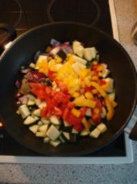 Bunter Gemüsemix mit Nudeln und Thunfisch - Rezept