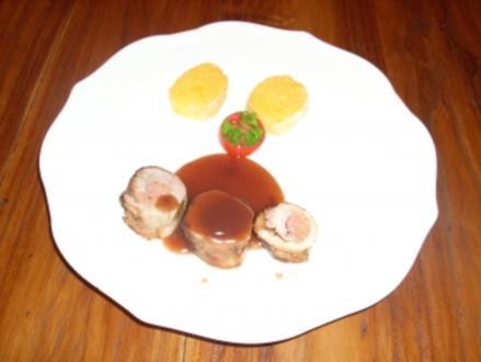 Gefülltes Schweinefilet mit Kartoffelscheiben in Portweinsoße - Rezept