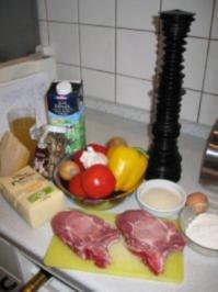 Schweinekotelette paniert, mit fr. Paprika-Tomatengemüse + gebr.Steinpilzpolentamedaillons - Rezept
