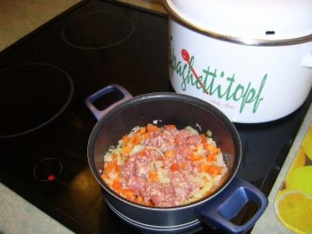 Gefüllte Putenrolle an Malzbiersauce mit Lauchgemüse und Schupfnudeln - Rezept - Bild Nr. 5