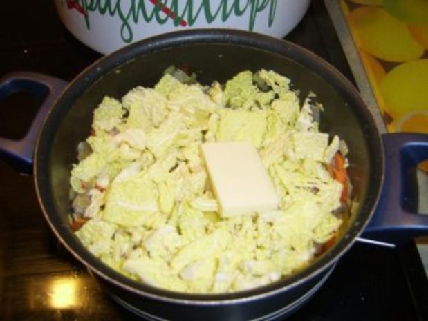 Gefüllte Putenrolle an Malzbiersauce mit Lauchgemüse und Schupfnudeln - Rezept - Bild Nr. 6
