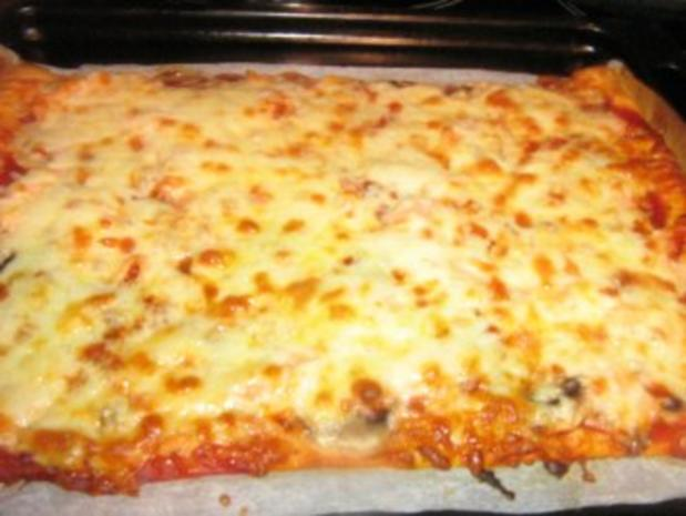 pizza champignon lachs mit mozzarella rezept. Black Bedroom Furniture Sets. Home Design Ideas