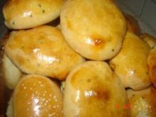 Teigtaschen mit Schwarzkümmel und Kartoffel-Hähnchen Fülle - Rezept