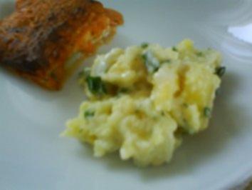 Leichter Kartoffelsalat mit Seelachsfilet unter scharfer Haube - Rezept