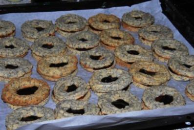 Weihnachtsgebäck: gefüllte Mohn-Marzipan-Kringel - Rezept