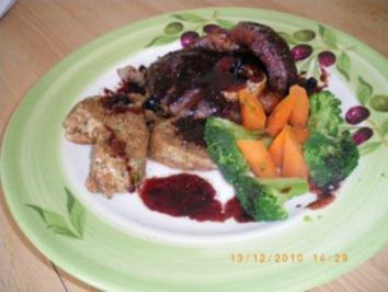 Rinderbeinscheiben mit Blaubeersauce und Vollkornknödel - Rezept