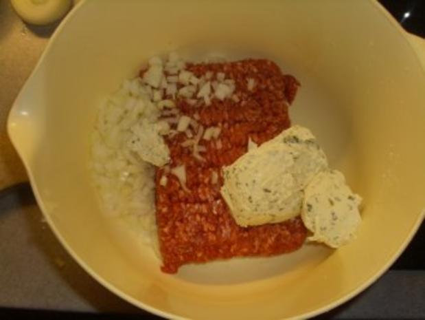 Fleischgerichte: Buletten mit Bärlauchcreme und Camembert gefüllt - Rezept - Bild Nr. 2