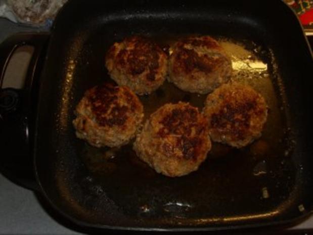Fleischgerichte: Buletten mit Bärlauchcreme und Camembert gefüllt - Rezept - Bild Nr. 5