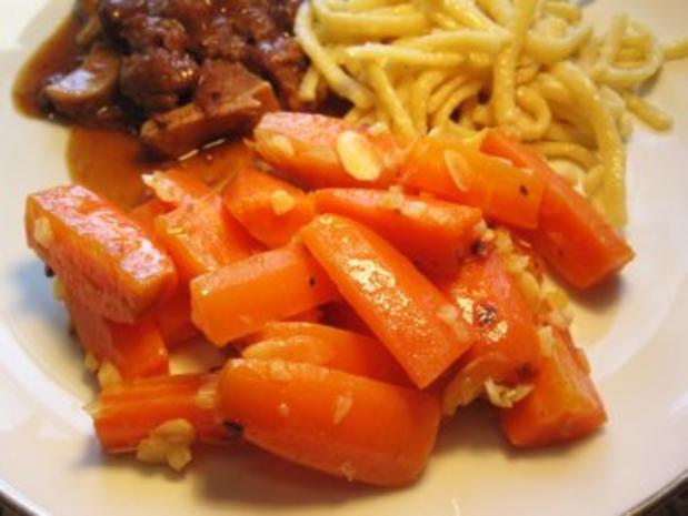 Möhren-Gemüse mit Knoblauch und Mandeln - Rezept - Bild Nr. 2