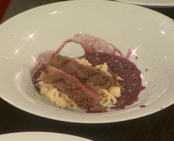 Ribeye-Steak mit Spätzle an flambierter Pfeffersoße - Rezept