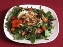 Gebratene Steinpilze im Parmesankörbchen mit Wildkräutersalat - Rezept