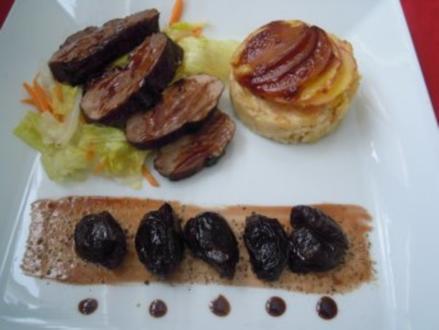 Glasierte Barbarie Ente mit Balsamicozwetschgen und Kartoffeltörtchen - Rezept